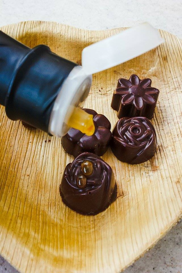 Ciocolata simpla de casa - Bomboane de ciocolata vegan, fara gluten, fara zahar